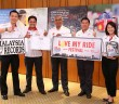 (L-R) Shell Lubricants marketing manager Alex Lim, Malaysia Book of Records senior researcher Zulhairi Mohd Zin, Shell Malaysia Trading managing director Azman Ismail, Shell Lubricants general manager Leslie Ng and Shell Helix brand manager Joanna Lean.
