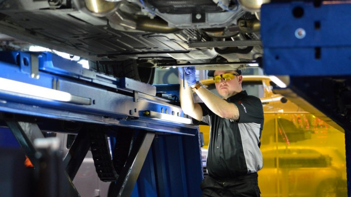 New qualification for working on live electric / hybrid vehicles coming