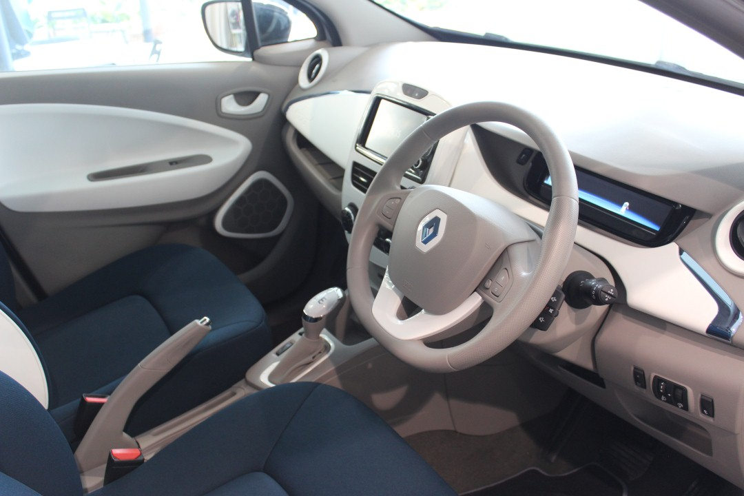 Renault ZOE_interior_with cruise control & speed limiter (Custom)