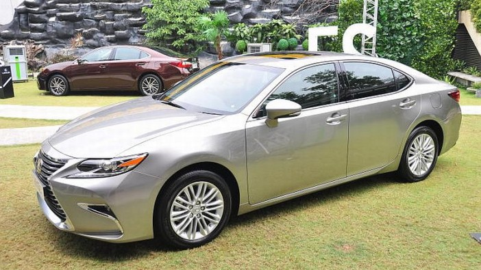 90 Lexus ES to be recalled to fix braking issue